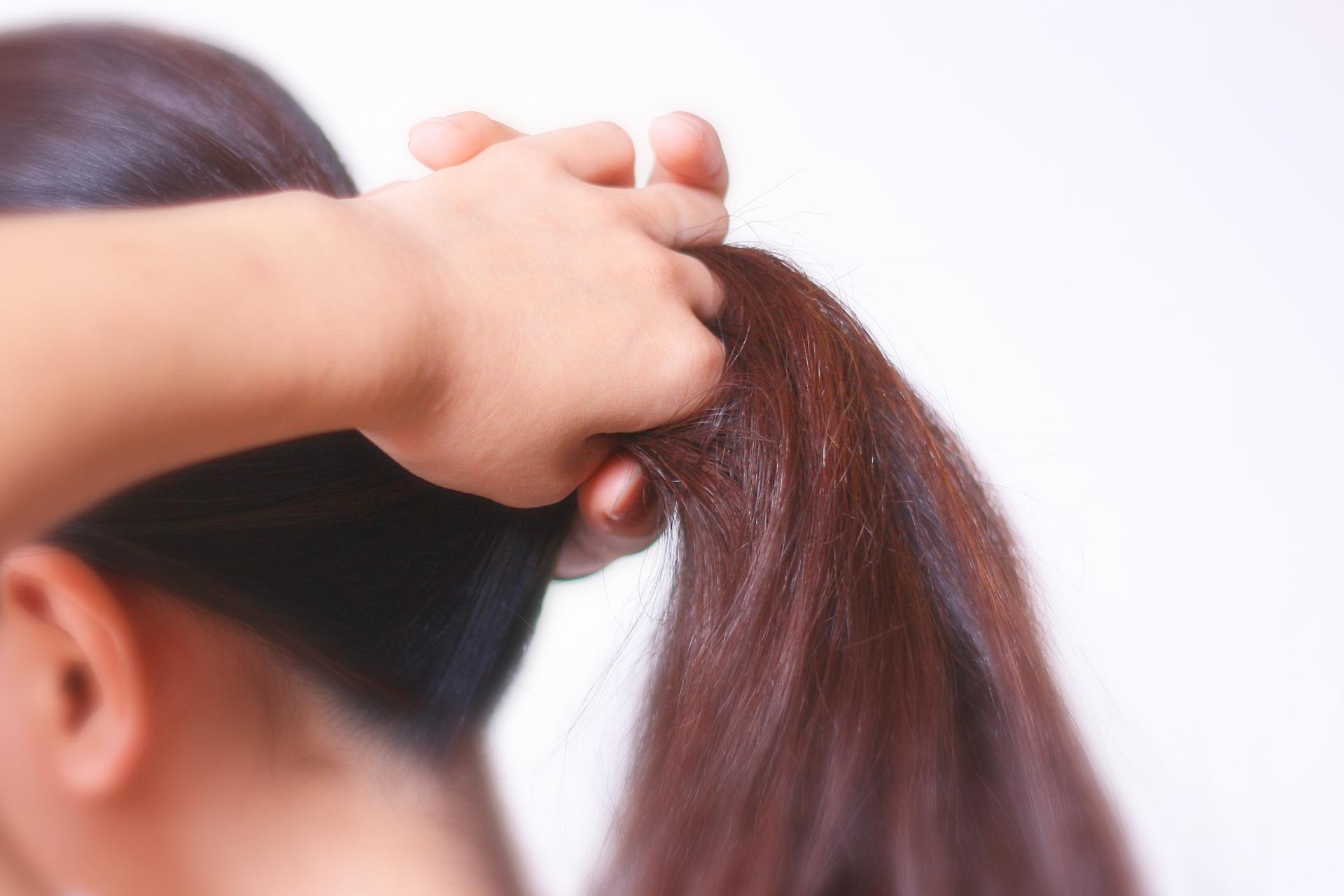 髪が多い方でも大丈夫☆ひとつ結び風くるりんぱアレンジ!