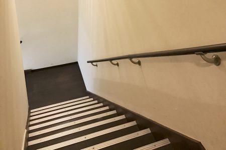 階段を降りる時必要なもの